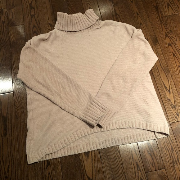 Forever 21 Sweaters - Turtleneck Sweater 🤍